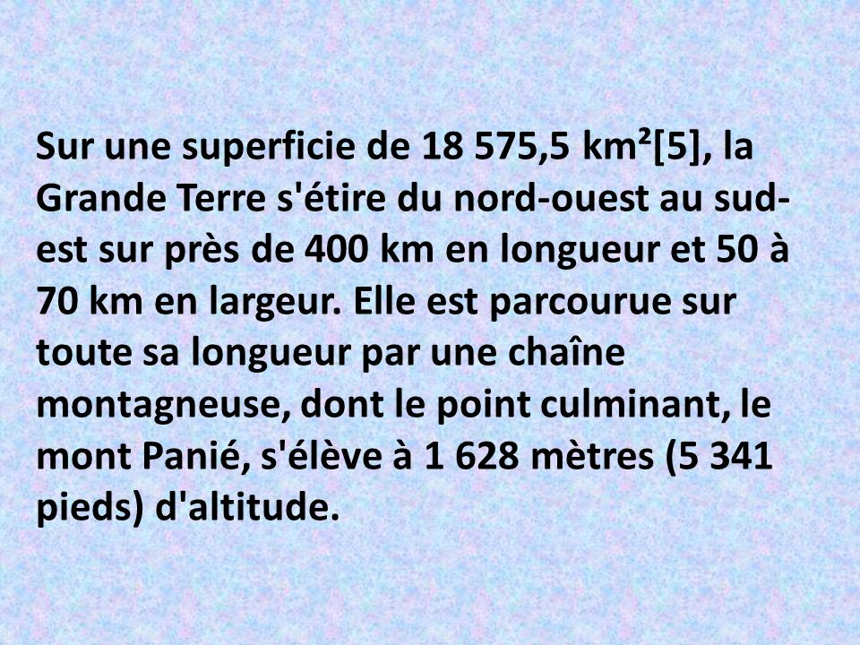 Sur une superficie de 18 575,5 km²[5], la Grande Terre s étire du nord-ouest au sud-est sur près de 400 km en longueur et 50 à 70 km en largeur.